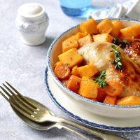 Kip uit de oven met pompoen en wortel