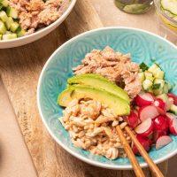 Pokébowl met tonijn en pittige rijst